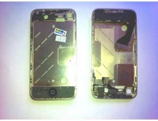 Mittelrahmen mit montierten Schaltern für iPhone 4